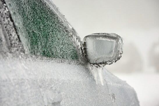 Neve e gelo, lavare l'auto per difenderla dal sale